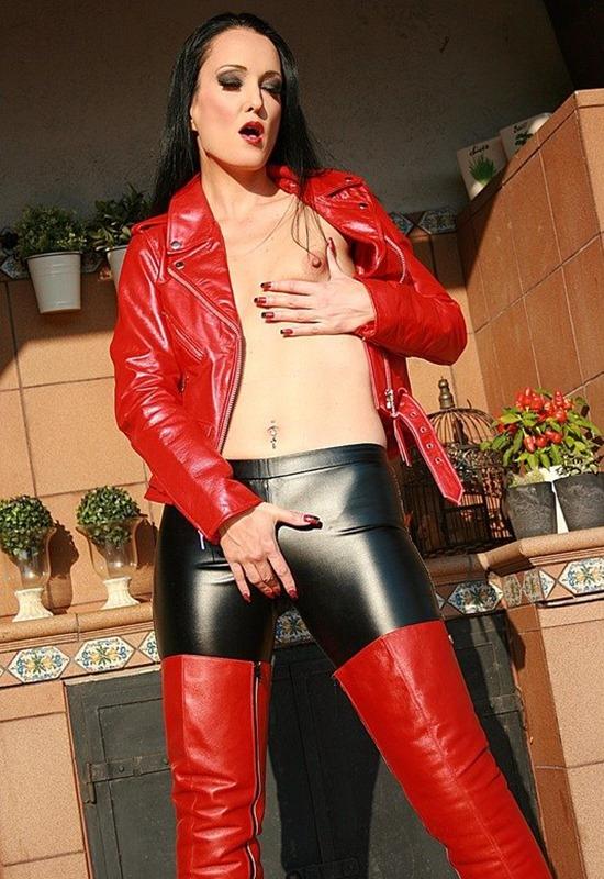 Fetish Liza Sexy in shiny leggings